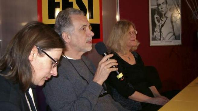 El cineasta español Fernando Trueba (c) durante la presentación de El artista y la modelo en la XX edición del festival de cine Febiofest.
