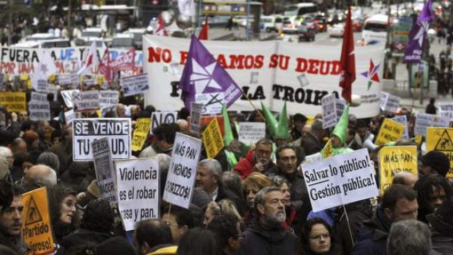 Manifestación en Madrid convocada por el Grupo de Trabajo Re-Acción Ciudadana, formado por asambleas populares del 15-M junto a otros colectivos, organizaciones y plataformas, en protesta por las políticas económicas de la Unión Europea y sus consecuencias para la ciudadanía.