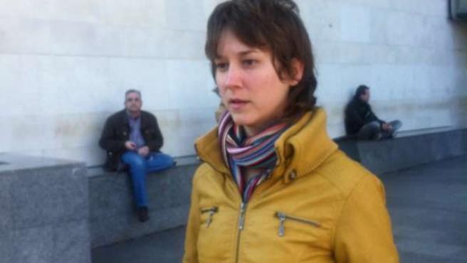 Marina Albiol momentos antes de entregar nueva documentación al fiscal