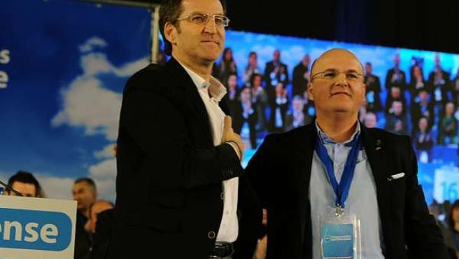 El presidente del PPdeG, Núñez Feijóo, con el presidente del PP de Ourense