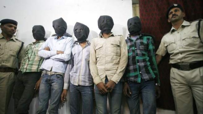 Cinco de los hombres acusados de participar en una violación a una turista suiza el pasado viernes.