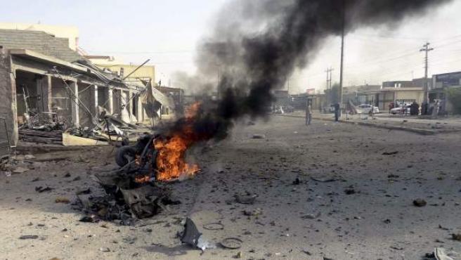 Los restos de un coche tras un atentado con coche bomba perpetrado el 9 de septiembre en Kirkuk, en el norte de Irak.