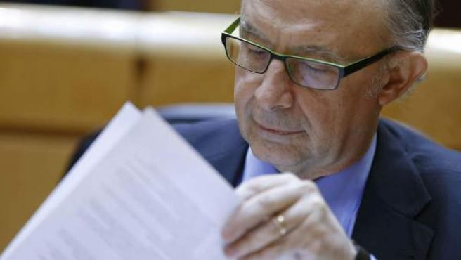 El ministro de Hacienda y Administraciones Públicas, Cristóbal Montoro, durante la sesión de control al Gobierno celebrada en el Senado.
