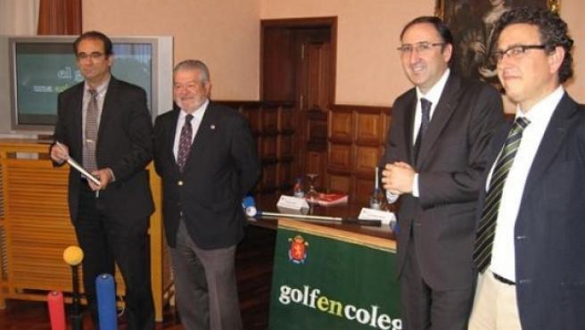 Presentación del proyecto 'Golf en los colegios', con el alcalde de la ciudad Alfonso Polanco (segundo por la derecha).