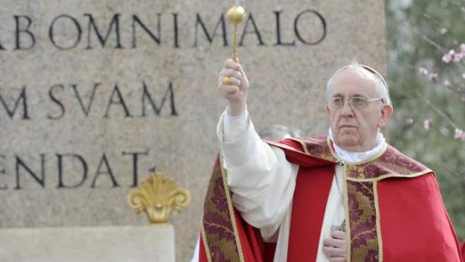 El papa Francisco celebra el Domingo de Ramos en Ciudad del Vaticano.