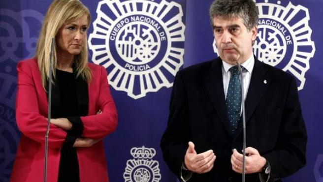 El director general de la Policía, Ignacio Cosidó, y la delegada del Gobierno en Madrid, Cristina Cifuentes.