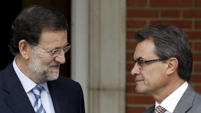 El jefe del Gobierno, Mariano Rajoy (i), y el presidente de la Generalitat, Artur Mas.