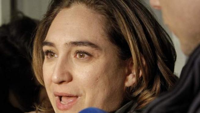 La portavoz de la Plataforma de Afectados por la Hipoteca (PAH), Ada Colau contesta a las preguntas de los periodistas.