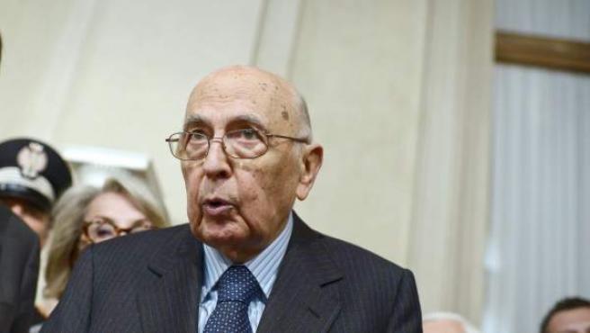 El presidente de la República italiana, Giorgio Napolitano, tras anunciar que no dimitirá de su cargo.