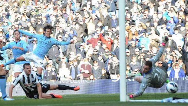 Silva marca un gol para el Manchester City