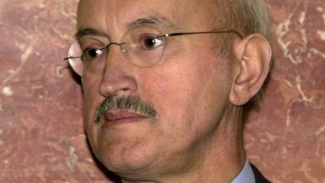 Fotografía de archivo, del 12 de noviembre de 2001, del exministro de Trabajo Luis Martínez Noval.