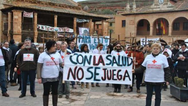 Participantes en la manifestación contra el cierre de las urgencias nocturnas.