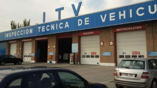 Imagen de un edificio en el que se pasa la Inspección Técnica de Vehículos (ITV).