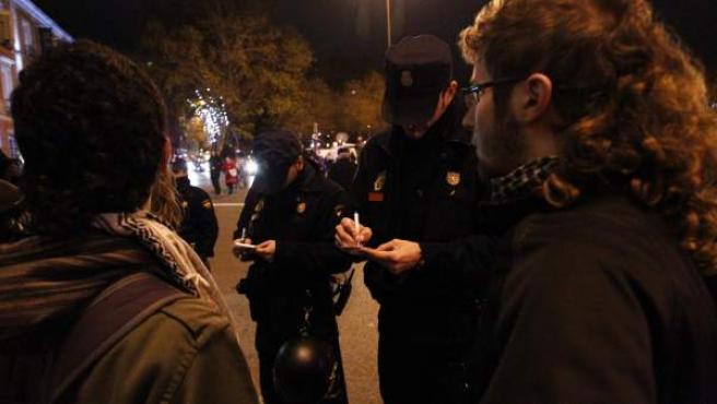 Identificaciones de manifestantes en la Plaza de Neptuno.