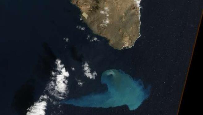 Imagen satélite del volcán submarino de El Hierro