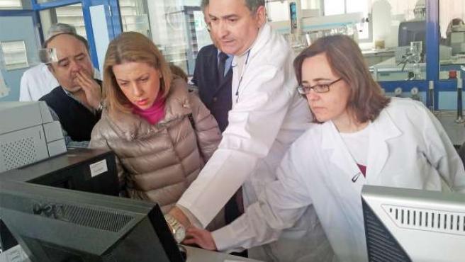 Sabalete en su visita al Laboratorio de Producción y Sanidad Vegetal de Jaén.