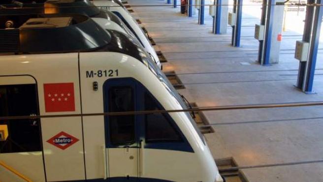 Trenes de la Línea 10 en las cocheras de Metro.