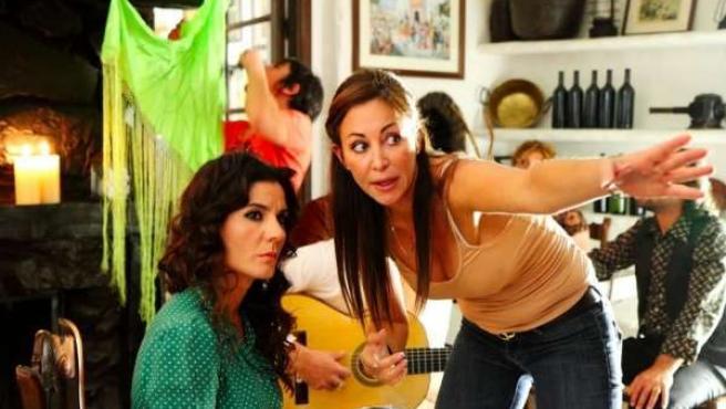 Diana Navarro y Alexa Fontanini en el rodaje de 'Yocasta'