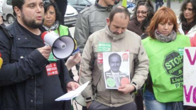 Protesta de PAH-Lleida ante domicilio de Llorens (PP)