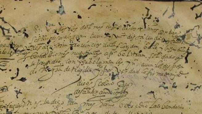 Fotografía cedida por la Universidad del Sur de Florida que muestra un documento del 22 de febrero de 1594 en el que se registra el matrimonio del soldado de San Agustín Pedro Beltrán y su novia, una mujer india que al ser bautizada recibió el nombre de Isabel Gonzales.