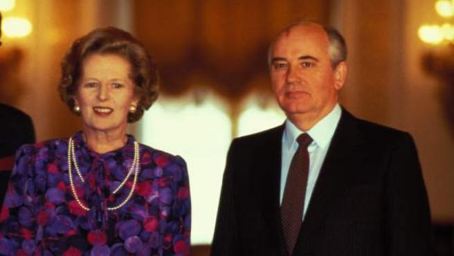 La ex primera ministra de Reino Unido Margaret Thatcher, junto al ex presidente de la URSS Mijaíl Gorbachov.