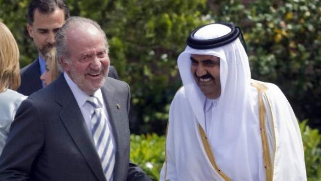 El rey de España con el emir de Catar, en 2011. La relación del monarca con el emirato se ha puesto de actualidad tras la posible marcha de Iñaki Urdangarin al país árabe por motivos laborales.
