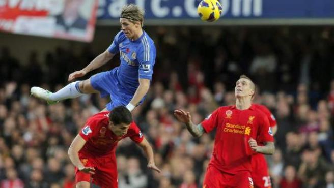 El delantero español del Chelsea, Fernando Torres, ante el Liverpool.