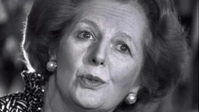 Fotografía de archivo del 27 de mayo de 1986 de la ex primera ministra británica Margaret Thatcher durante una rueda de prensa.