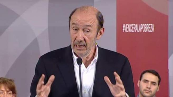 Alfredo Pérez Rubalcaba, durante su intervención en la sede del PSOE en Ferraz.