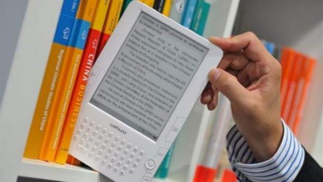 El ebook tiene menor consumo energético que la tableta, además de ausencia de retroiluminación posterior.