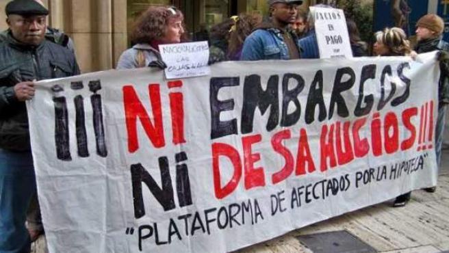 Protesta en la calle de personas que han perdido su vivienda.