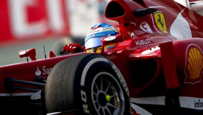 Alonso, en su monoplaza.