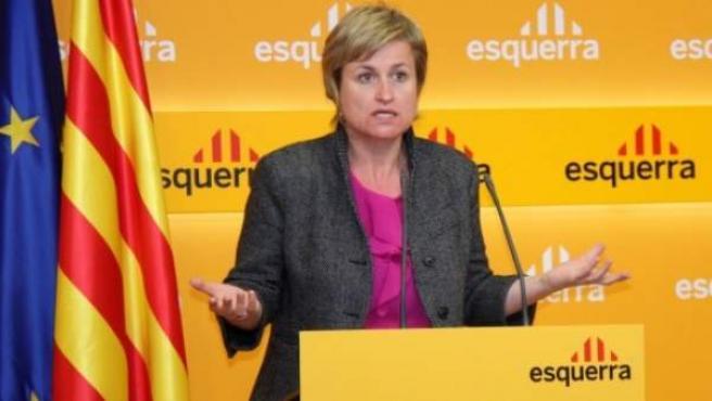 La portavoz y diputada de ERC, Anna Simó, en rueda de prensa, este lunes.