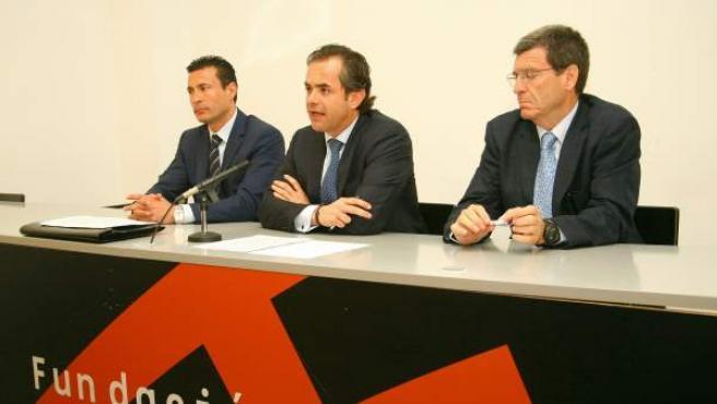 Federico Varona, en el centro, acompañado por Amadeo Salvo (derecha) y por Aurelio Martínez.