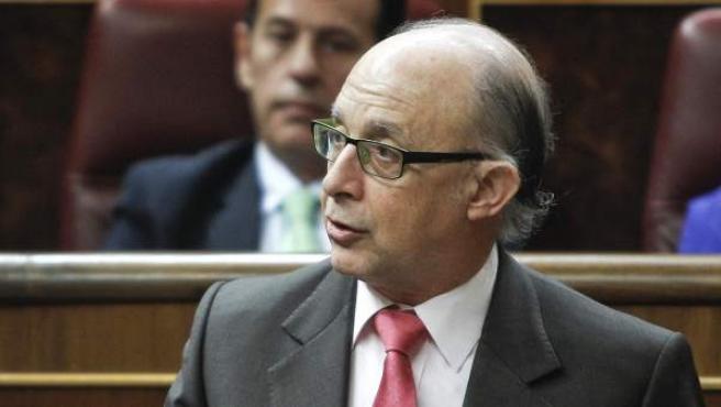 El ministro de Hacienda, Cristóbal Montoro, durante su intervención en la sesión de control al Ejecutivo.