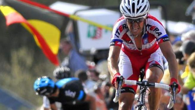 El ciclista madrileño Dani Moreno (derecha) se aproxima a la línea de meta de la Flecha Valona 2013, en la que se acabaría imponiendo.
