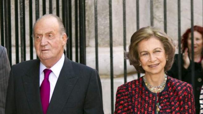 Los reyes de España, junto a sus nietas, las hijas de los príncipes de Asturias, Leonor y Sofía.