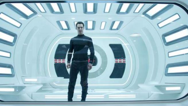 Un irreconocible Benedict Cumberbatch, en la nueva entrega de Star Trek: En la oscuridad.