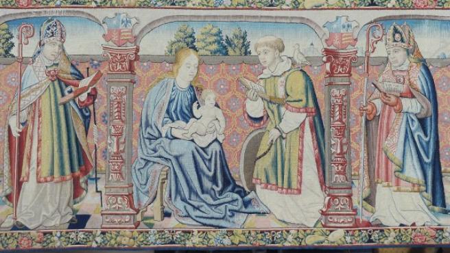 Detalle del tapiz del siglo XVI robado en España y entregado por las autoridades de EE UU.