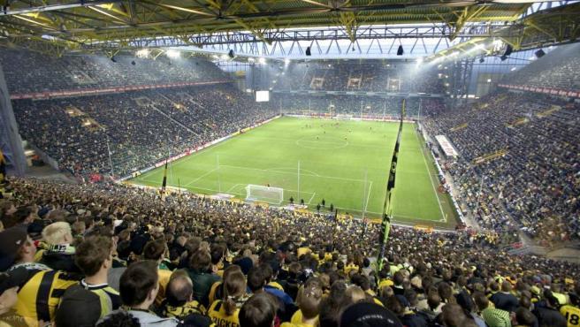 Aunque popularmente se conozca el estadio del Borussia Dortmund como el Westfalenstadion, la verdad es que dejó de llamarse así hace tiempo. Un patrocinio millonario con el grupo Signal Iduna (alianza de empresas de seguros y empresas de servicios financieros de Alemania) lo convirtió en el Signal Iduna Park.