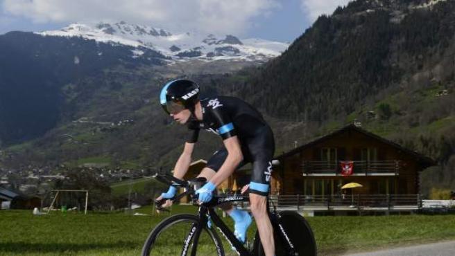 El ciclista británico (aunque nacido en Kenia) Chris Froome, durante la primera etapa del Tour de Romandía 2013, una cronoescalada hasta Bruson de 7 kilómetros.