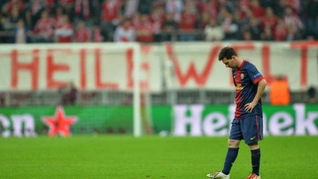 Leo Messi cabizbajo tras la goleada del Bayern al Barça en el Allianz Arena.