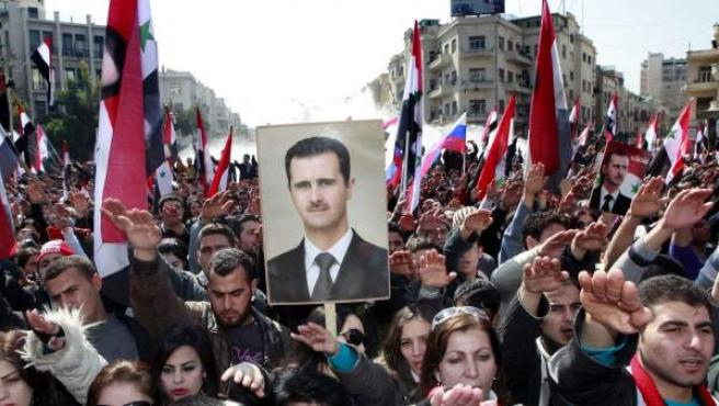 Simpatizantes del gobierno sirio participan en una manifestación.