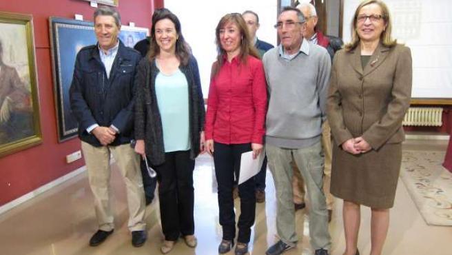Gamarra y Matute, con otros representantes vecinales, antes de la presentación