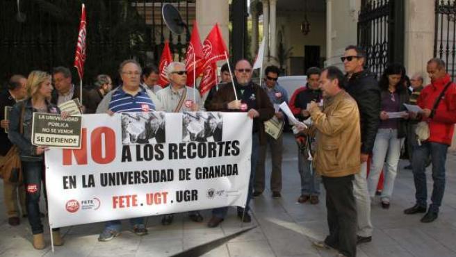 Protesta de trabajadores de la UGR contra los recortes