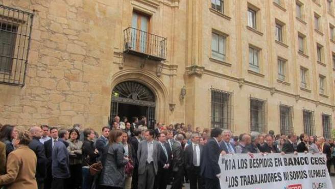 Concentración a las puertas de la sede central del CEISS en Salamanca