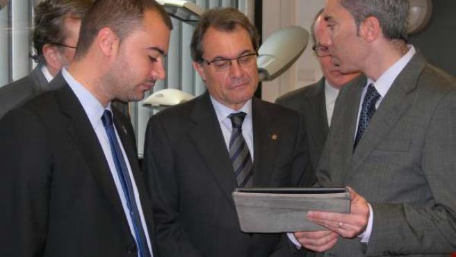 El alcalde de Terrassa, J.Ballart, Artur Mas y el dtor gral de Lamp, I.Cusidó