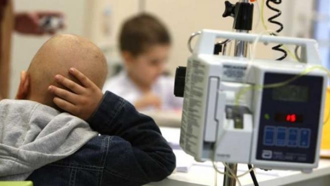 Un niño afectado de cáncer en el Hospital Niño Jesús (Madrid).