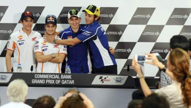 Marc Márquez , Dani Pedrosa, Jorge Lorenzo y Valentino Rossi posan durante la rueda de prensa ofrecida en el circuito Losail de Doha, Catar.