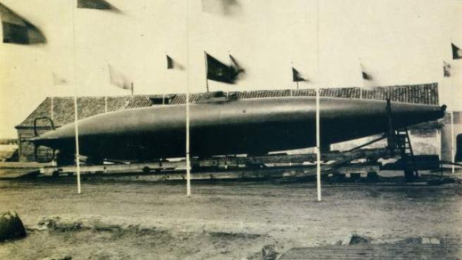 El submarino de Isaac Peral el día de su botadura.